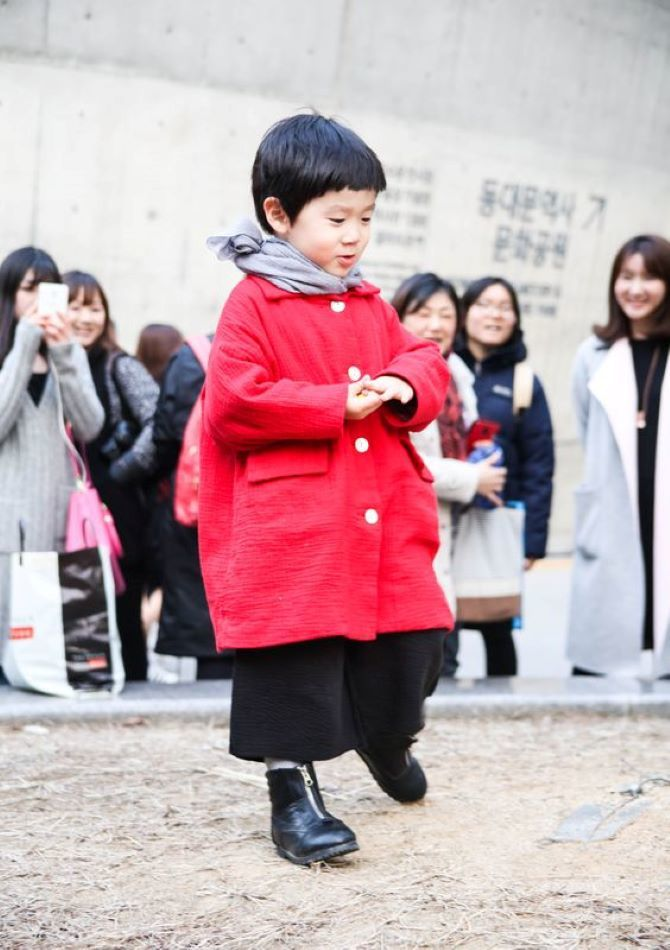 червоне пальто для дитини