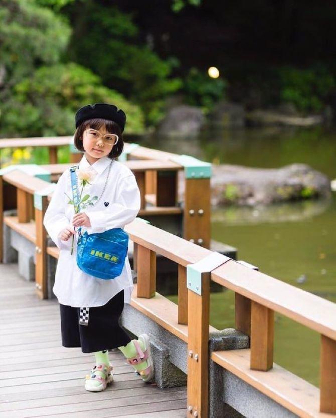 дівчинка біля ставка