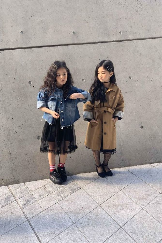 девочки в пальто