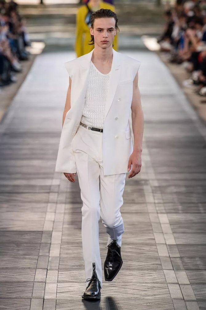 белый  мужской жилет