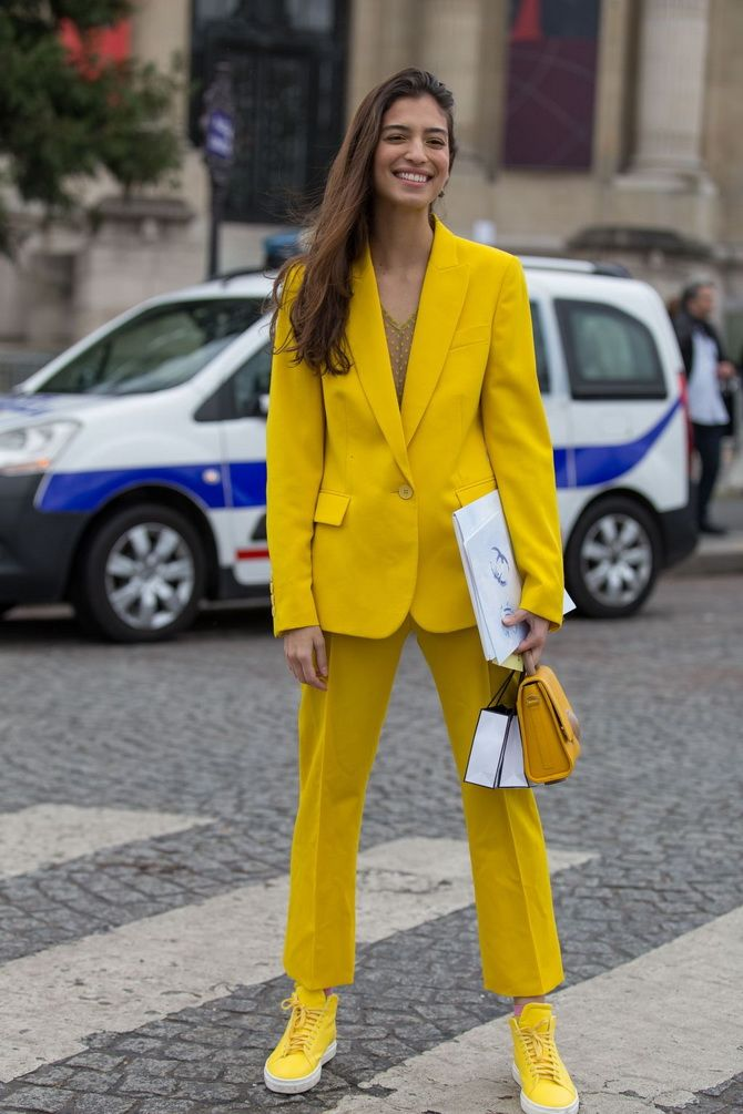 желтый костюм женский