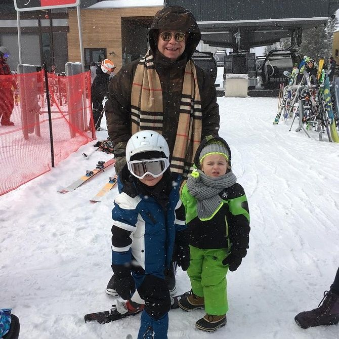 Элтон Джон с детьми
