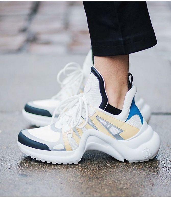 кросівки для жінок