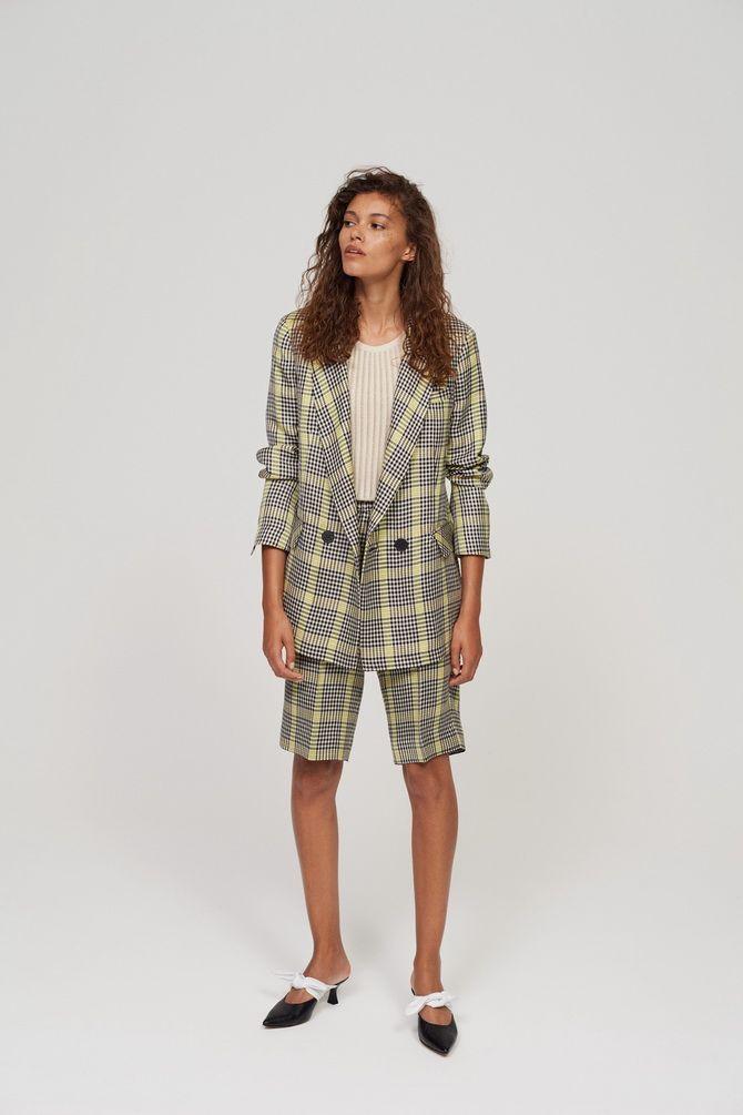 Модні жіночі шорти в клітинку