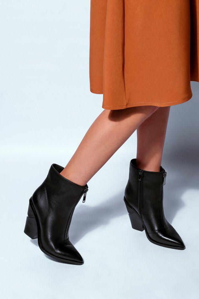 черные ковбойские ботинки