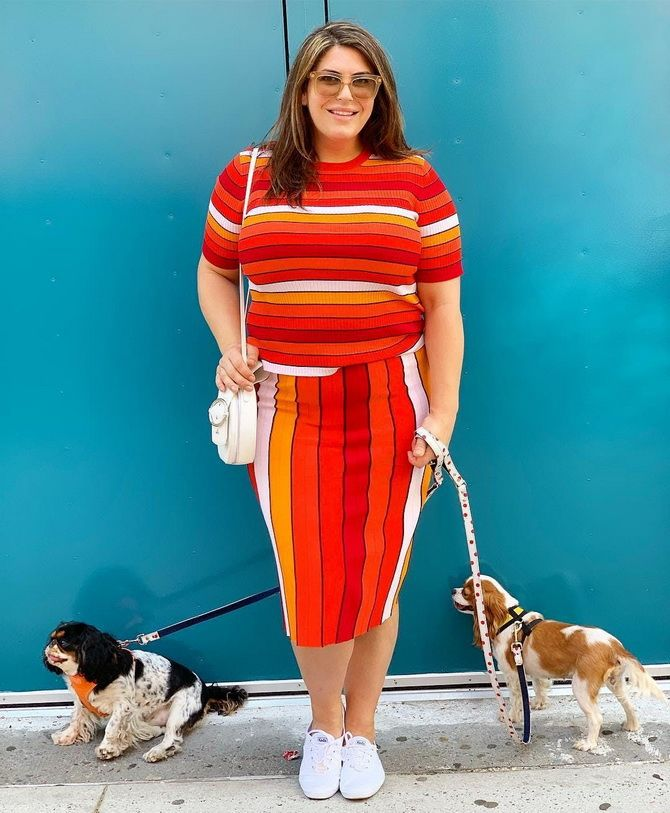 дівчина з собаками