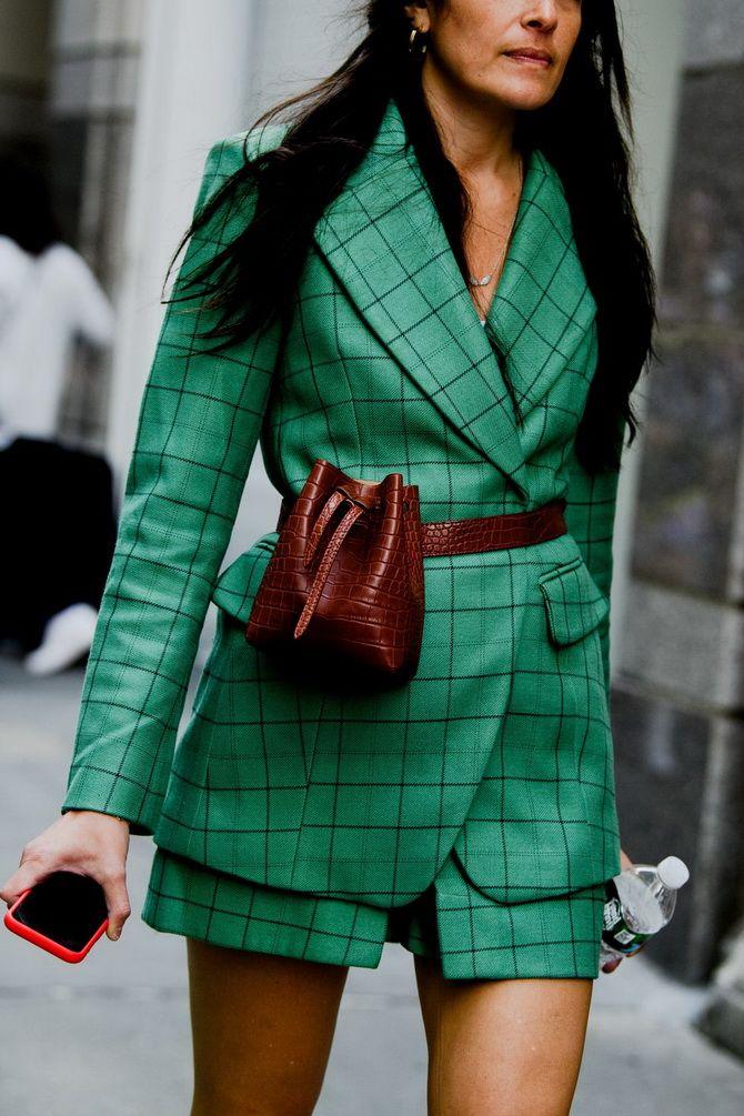 зеленый женский  костюм в клетку