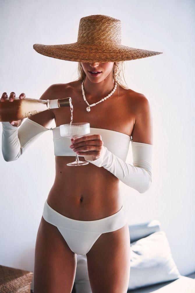 белый женский купальник с рукавами
