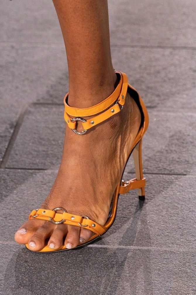 Тонкие ремешки на обуви