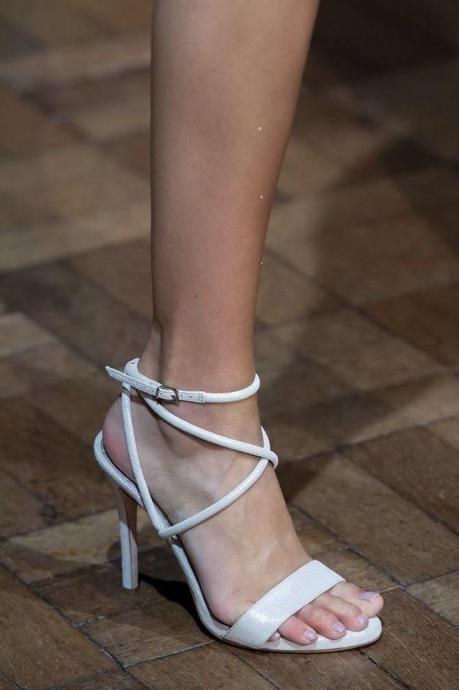 обувь с тонкими ремешками