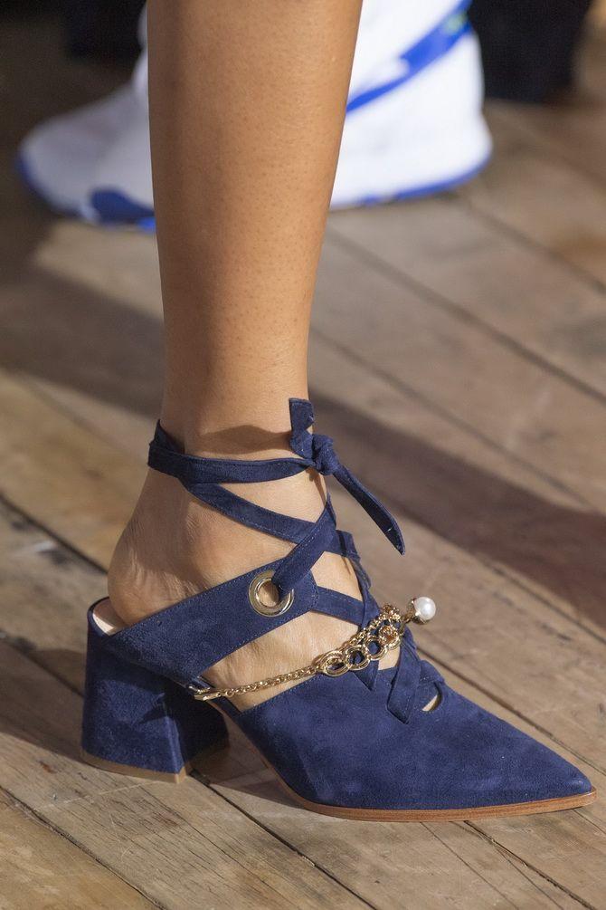 босоножки на каблуке  с завязками
