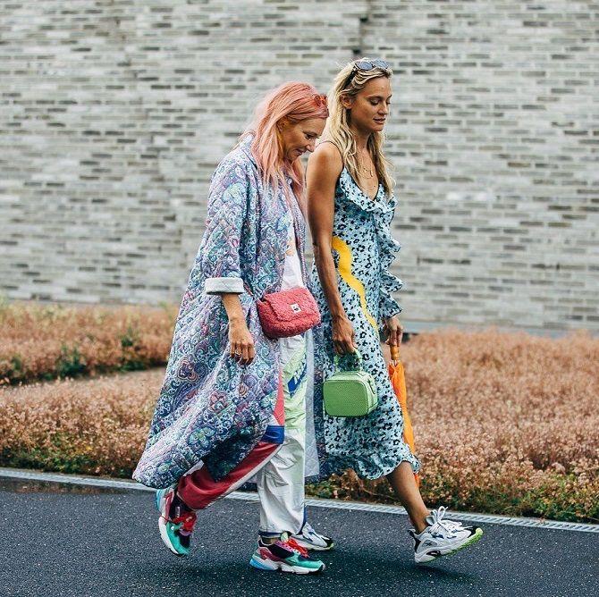 дівчата в кросівках