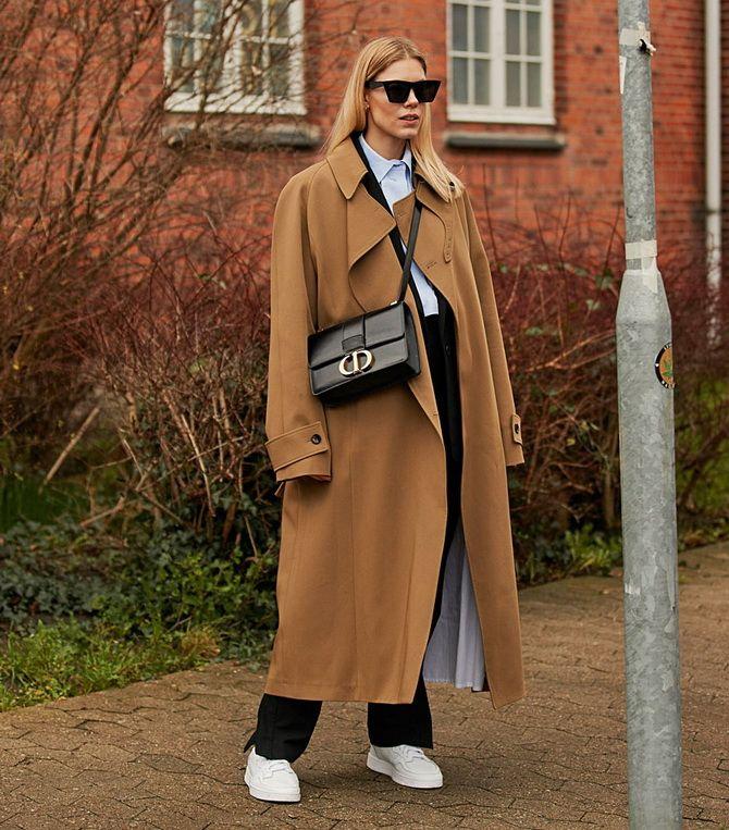 пальто з кросівками
