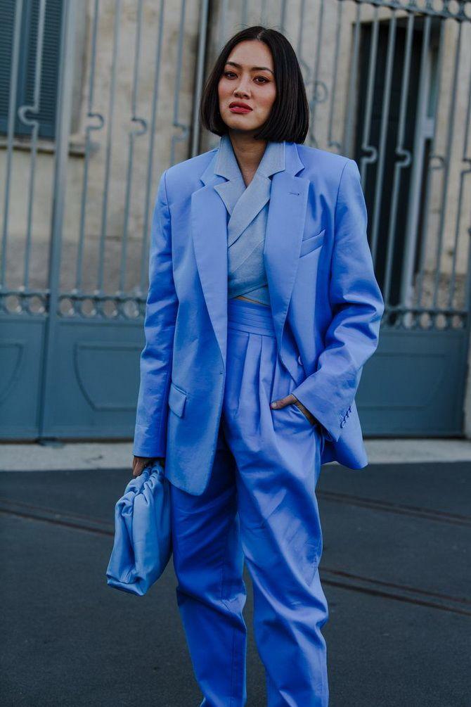 синий женский костюм
