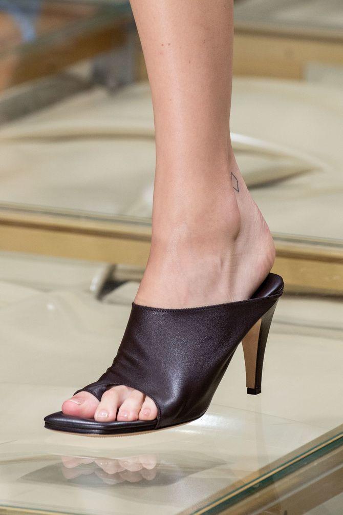 взуття з каблуком