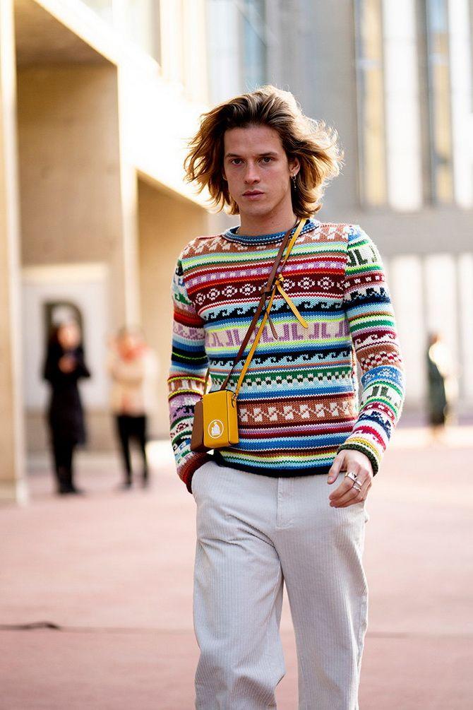стильный юноша на улице