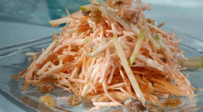 Carrot and apple vitamin salad