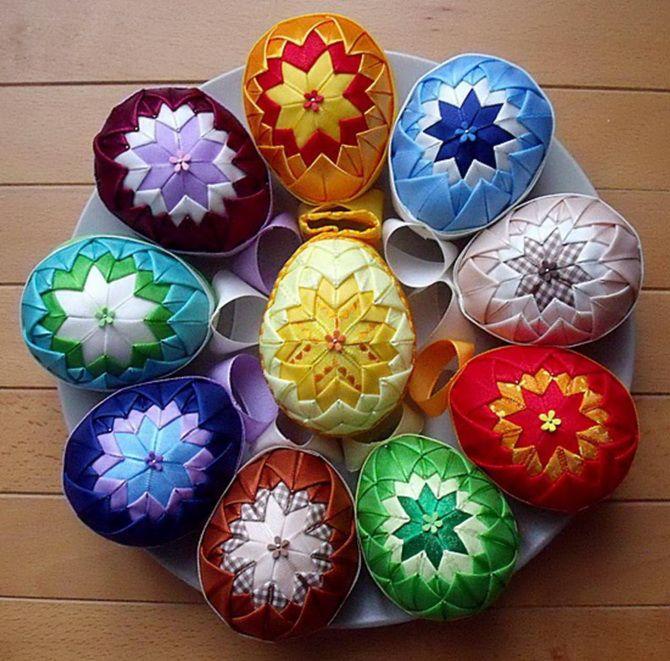Пасхальное яйцо из атласных лент