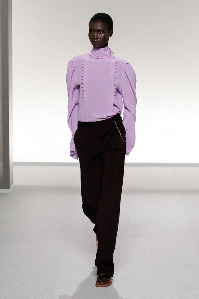 блуза з коміром-стійкою