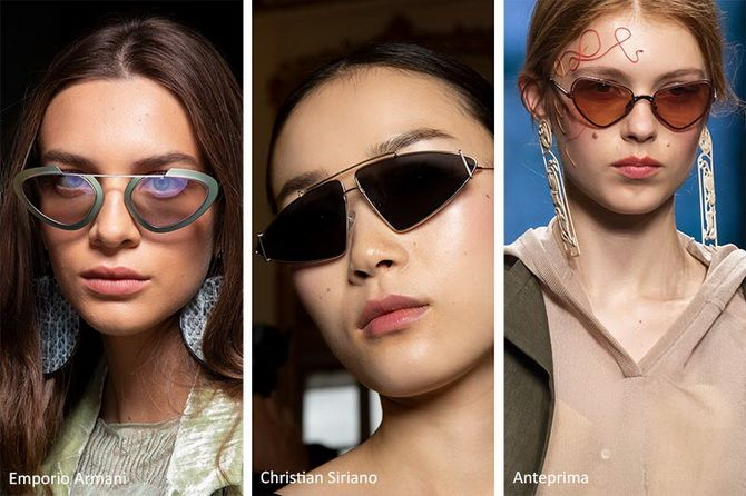 треугольные очки в пластмассовой оправе