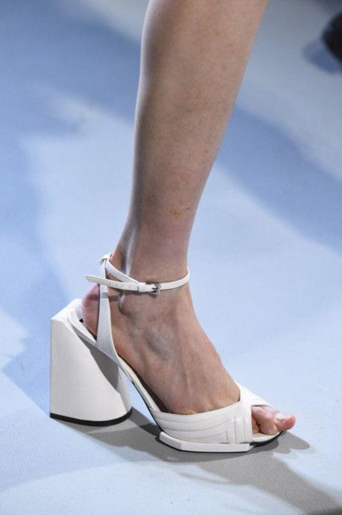 Weiße Schuhe