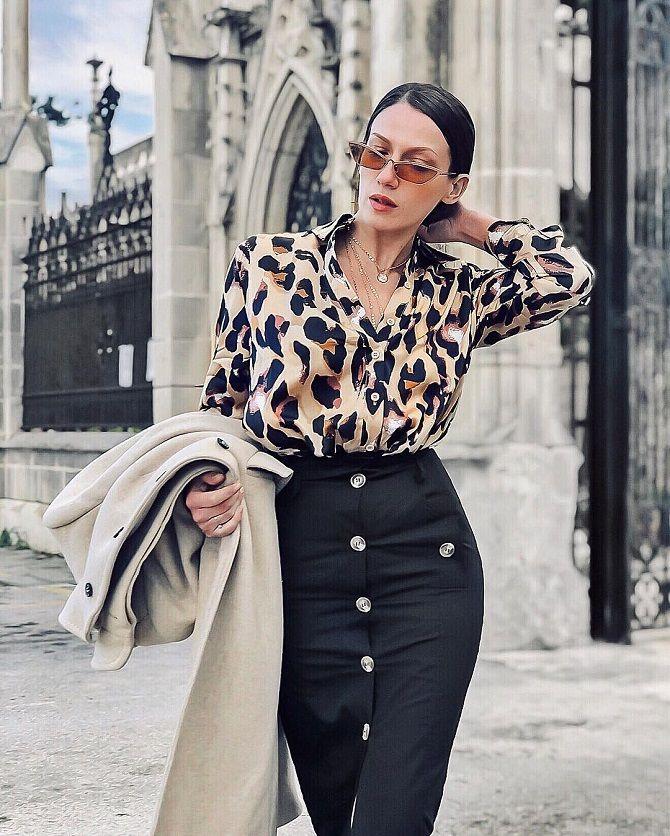 рубашка с леопардовыми принтами