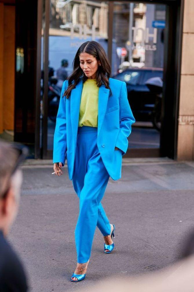 Schuhe in farbiger Kleidung