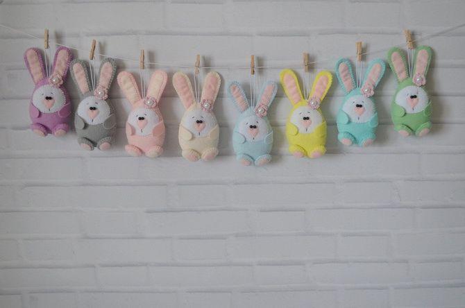 кролики на стене