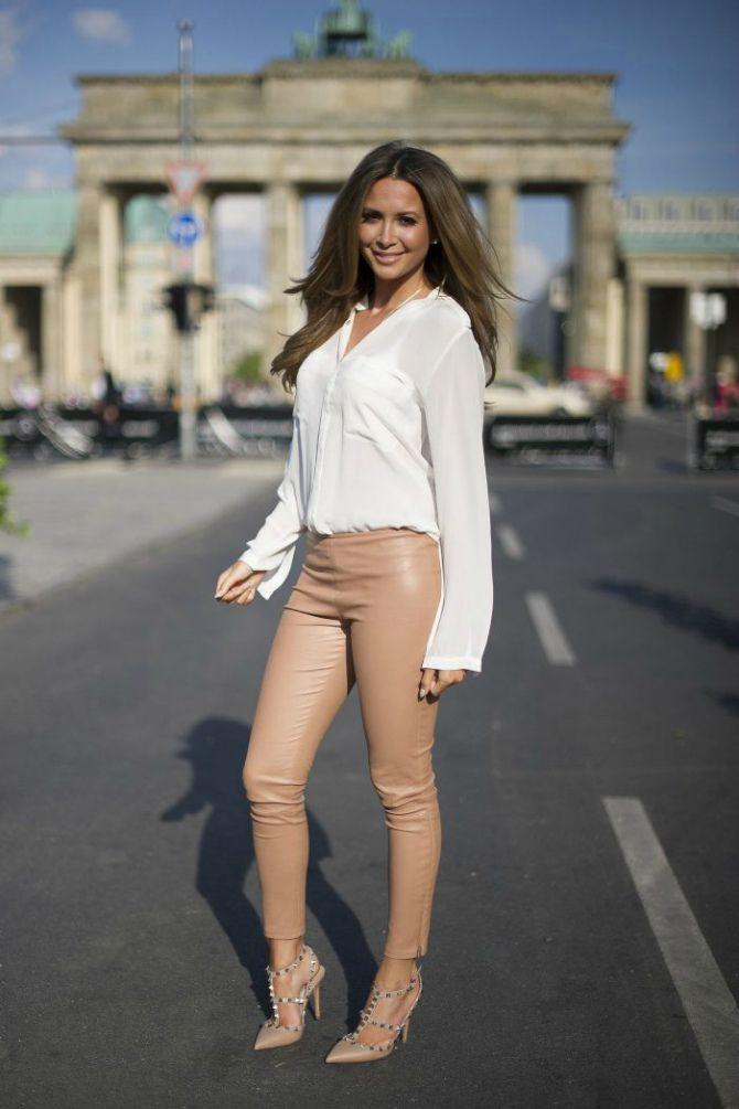 бежевые кожаные брюки