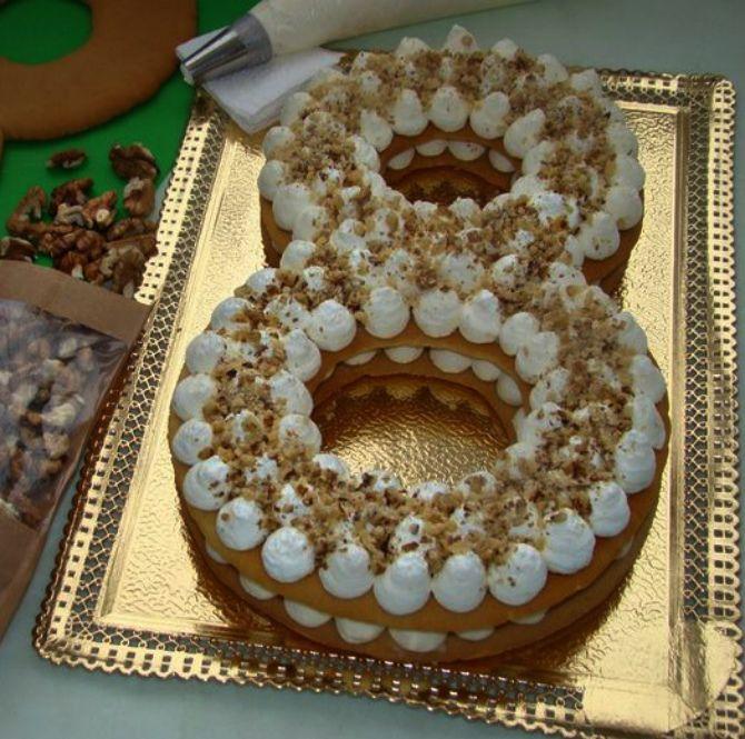 торт в виде 8