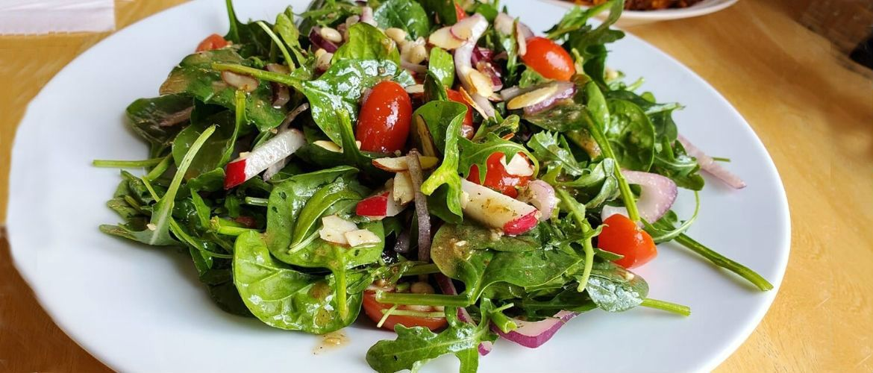 Как быстро разнообразить вегетарианское меню? 3 рецепта лучших салатов