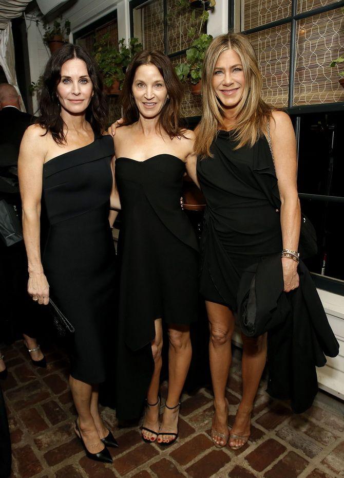 Черное платье на выпускной 2020-2021