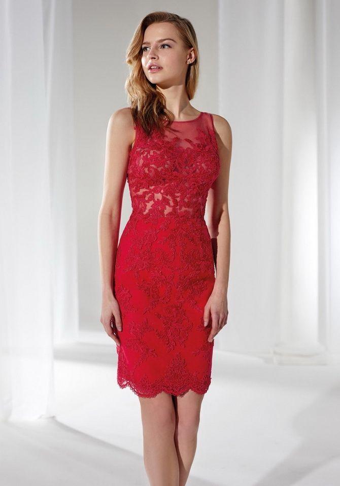 маленькое красное кружевное платье