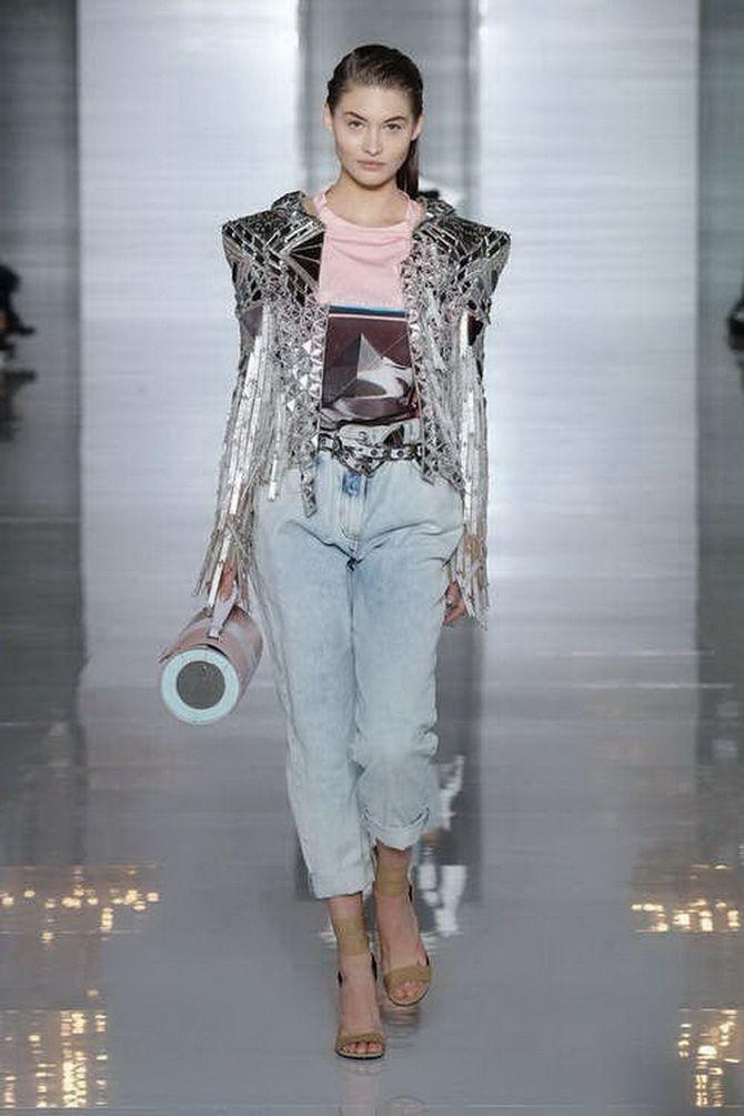 З чим носити джинси-банани в 2021 році: 45 модних ідей 26