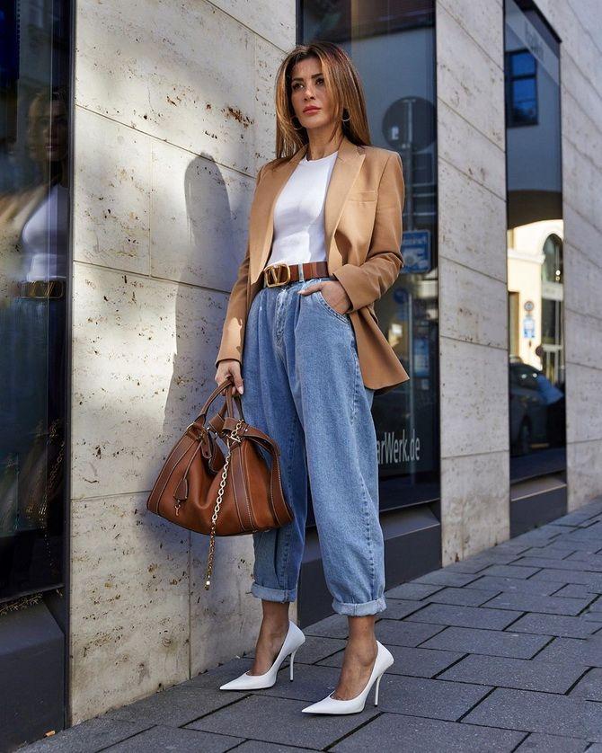 З чим носити джинси-банани в 2021 році: 45 модних ідей 27