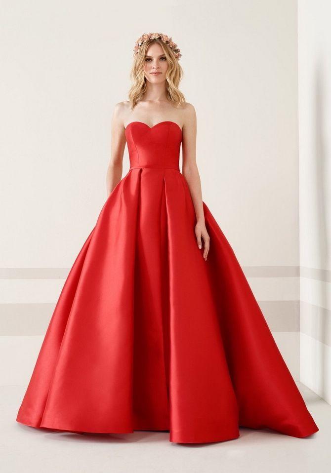 красное Пышное платье на выпускной