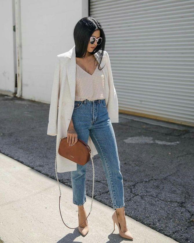 стильный лук с джинсами мом