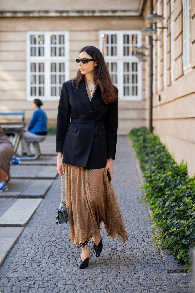 юбка в пол и удлиненный блейзер