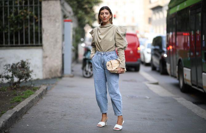 З чим носити джинси-банани в 2021 році: 45 модних ідей 40
