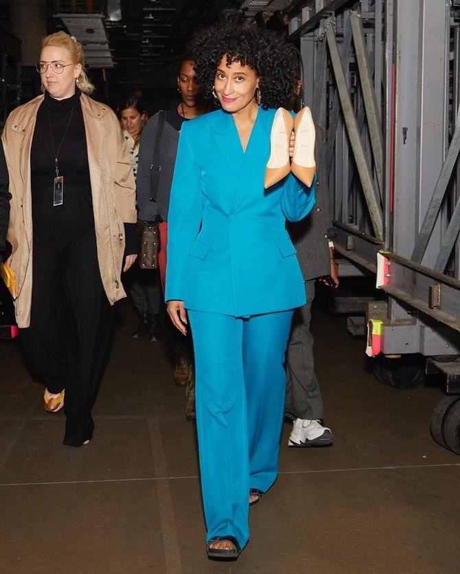 серый женский пиджак