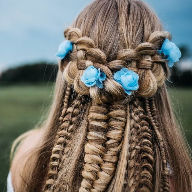 коса с цветами