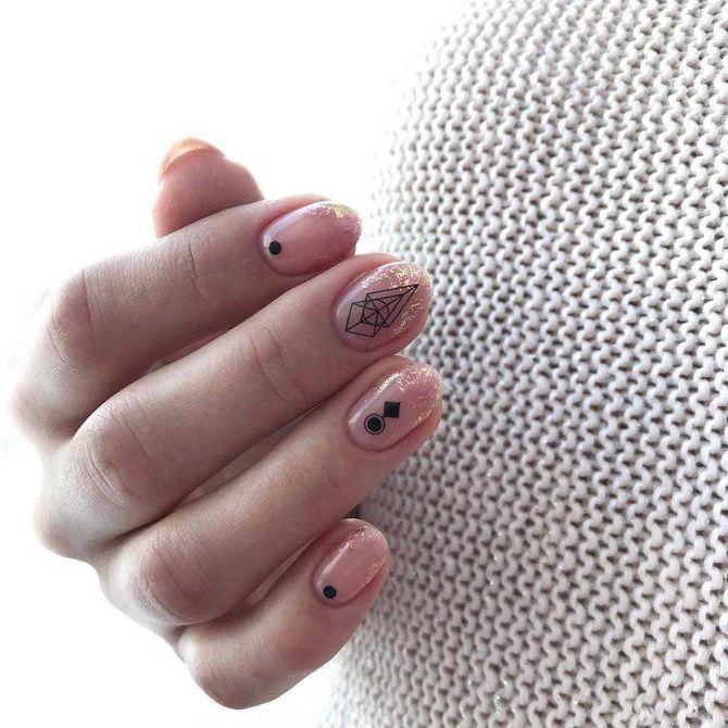 Ніжний манікюр на короткі нігті