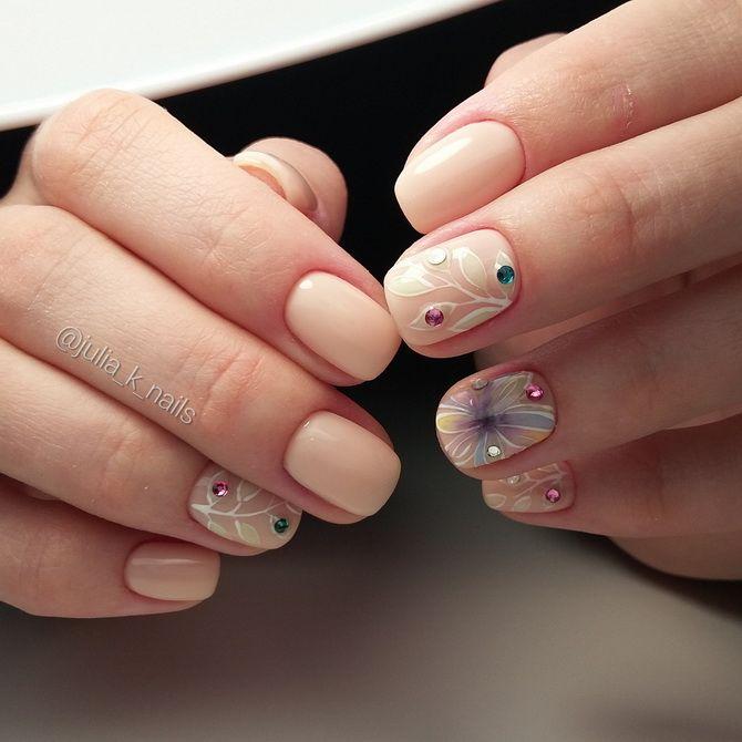 нежный жемчуг на ногтях