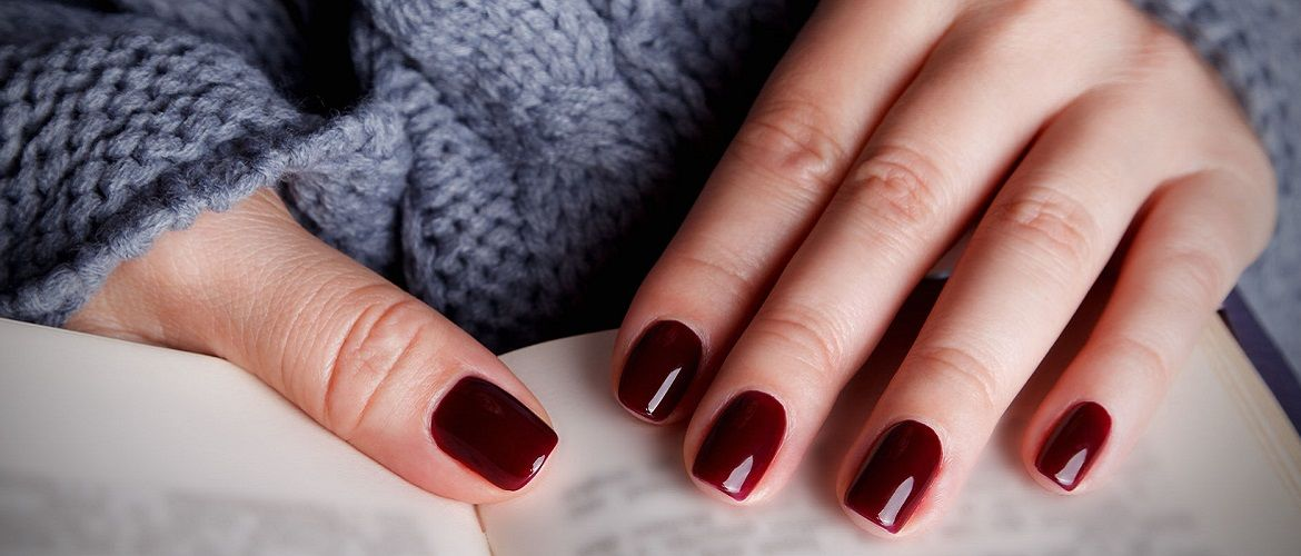 Gentle or bright: choosing the best manicure for short nails 2020