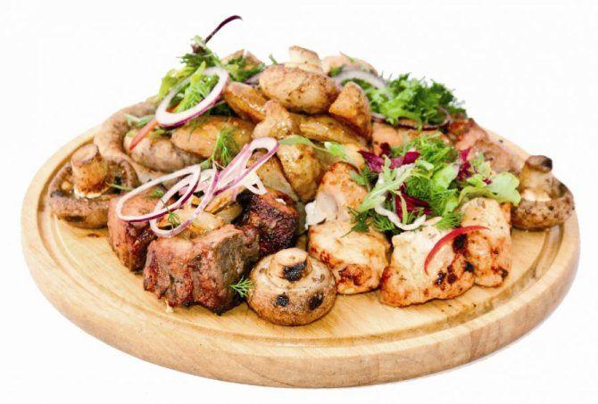 Шашлык из телятины и грибов в духовке