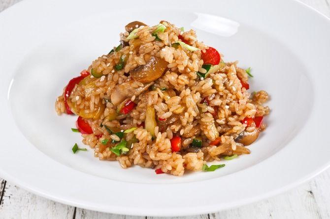 Рис з куркою в пікантному соусі