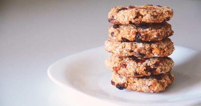 Вівсяне печиво з ягодами і горіхами