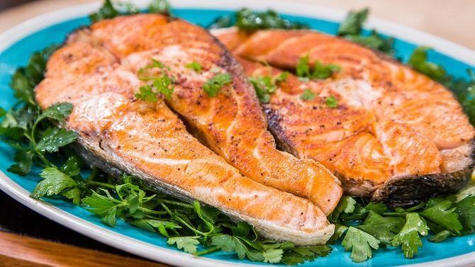 Стейки з червоної риби в духовці