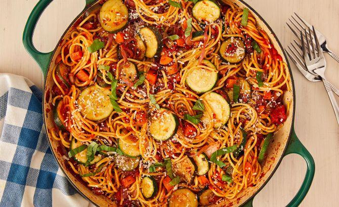 Італійська паста з фаршем та овочами