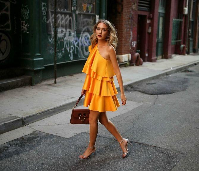 асиметричні сукні з рюшами 2020